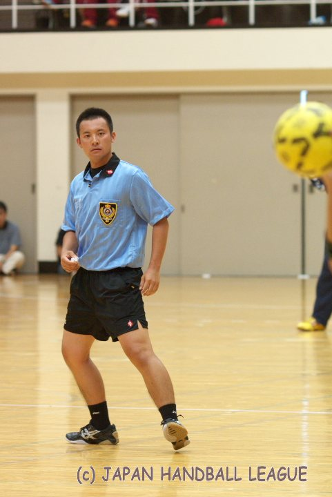 Referee Shouta Honda